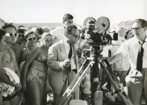 Henry-Gawthorpe---Filmmaker-James-Fitzpatrick,-a-camera-crew-and-a-crowd-of-people-at-Bondi-Beach,-1951